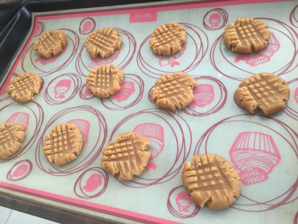 cross hatch design on peanut butter cookies